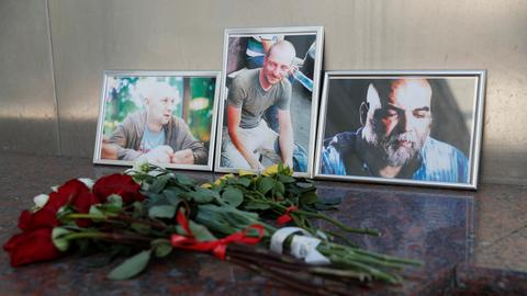 Russia holds funerals for slain journalists