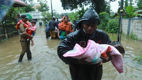 India floods kill more than 300