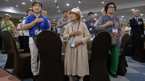 Koreans register near South-North border for family reunions