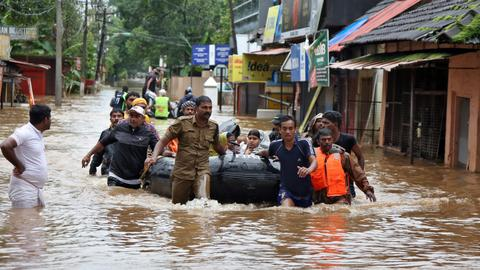 Death toll nears 400 in India's flood-hit Kerala