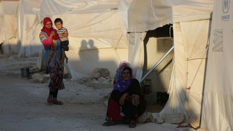 Aid groups warn of 'catastrophic' situation as Syrians brace for offensive