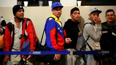 Peru grants asylum to Venezuelans who missed passport deadline