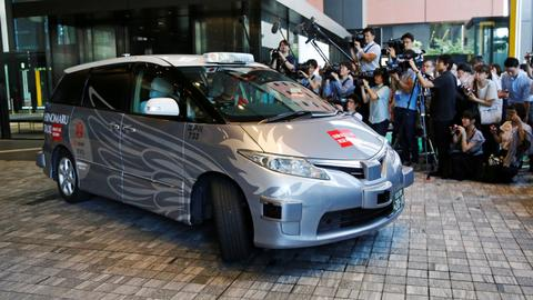 Japan tests robot taxis