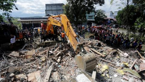 Death toll rises to 102 from earthquake in Indonesia's Aceh