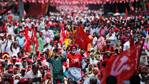 Farmers in India protest for better wages
