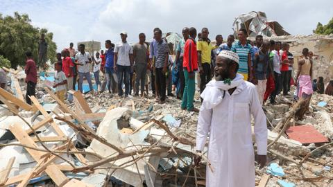 Suicide car bomb kills six in Somali capital