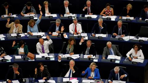 European Parliament approves action against Hungary for damaging democracy