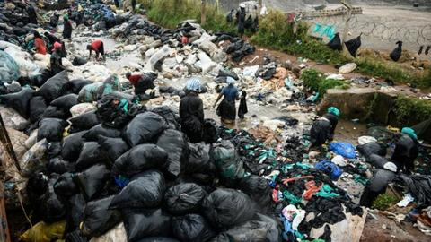 Jobless Ugandans help tackle plastic waste in Kampala