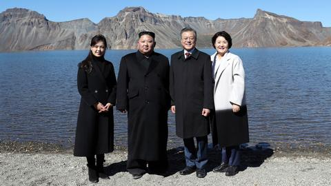 Two Koreas' leaders visit sacred peak in show of unity