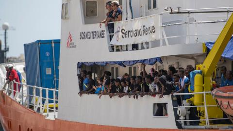 Fresh standoff brews as Aquarius migrant ship heads for France