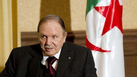 Algeria army chief of staff calls for constitutional removal of Bouteflika