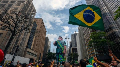 Brazil poll shows far-right Bolsonaro beating leftist in run-off