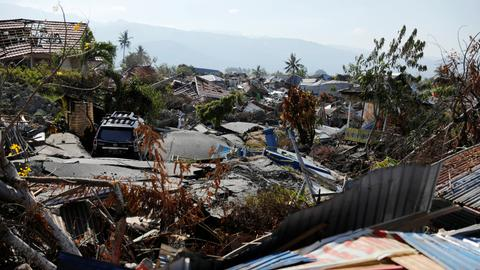 Hundreds of missing feared dead in quake-devastated Indonesia