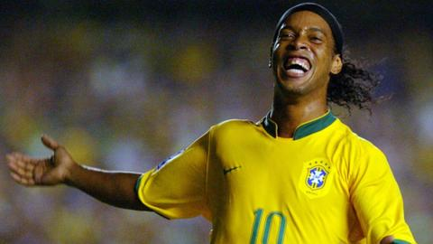 Ronaldinho endorses far-right Brazilian presidential candidate
