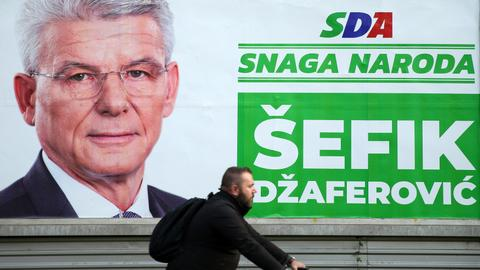 Bosnians vote in divisive polls haunted by ethnic rivalries