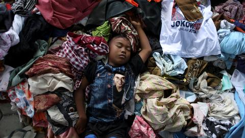 Health fears turn to disease as Indonesia quake toll rises above 2,000