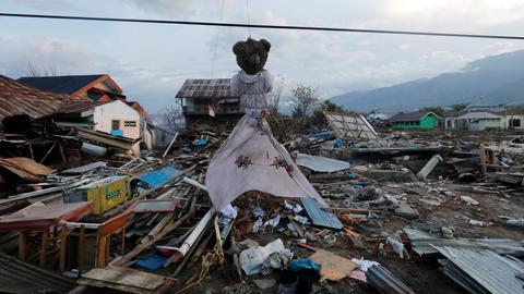 Indonesia calls off search for quake, tsunami victims