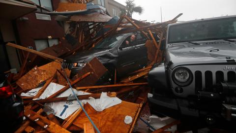 Hurricane Michael slams into Florida with 250 kph winds