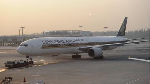 Singapore Airlines resumes world's longest flight