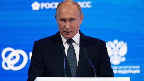 Can sanctions work in favor of Russian economy?