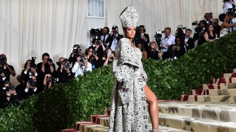 Rihanna turns down Super Bowl show, backs Kaepernick