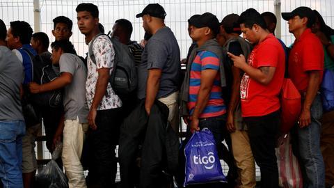 Migrant caravan halts US journey to rest in Mexico