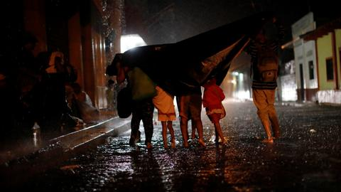 Migrant caravan continues journey to US-Mexico border