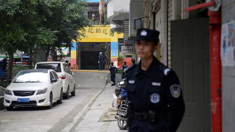 China knife attacker wounds 14 kindergarten children