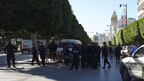 Woman suicide bomber wounds many in Tunisian capital