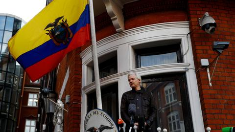 Is Ecuador giving up on keeping Wikileaks founder Assange at its embassy?