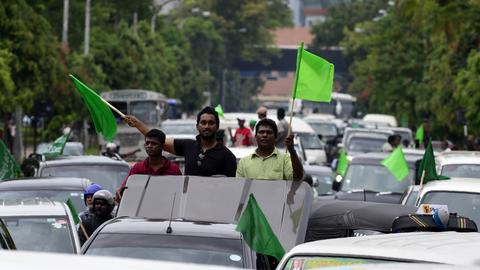 Sri Lanka political rally brings chaos to Colombo streets