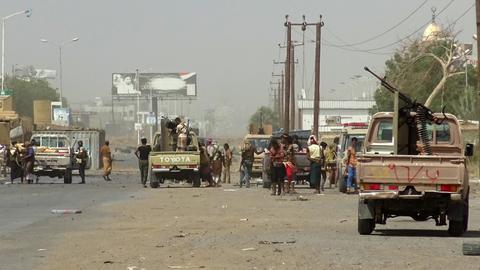Yemen loyalists push deeper into Hudaida as US cuts support