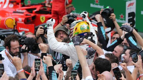Mercedes take fifth F1 constructors' title