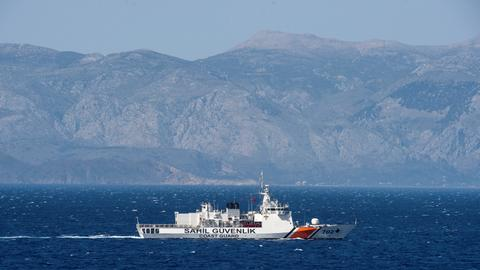 Thirteen missing after boat carrying migrants sinks in Aegean