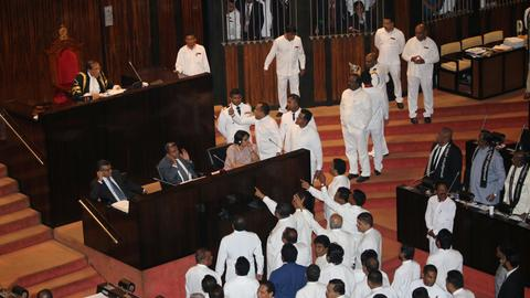 Sri Lanka parliament votes against Rajapakse government