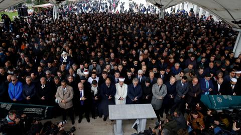 People denounce the Saudi kingdom at Khashoggi's Istanbul funeral prayers