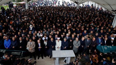 People denounce the Saudi kingdom at Khashoggi's Istanbul funeral prayers