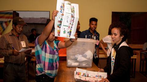 Two ex-presidents through to Madagascar election run-off