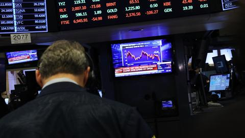 Global stock markets plunge as tech fears mount