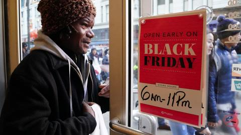 Black Friday deals lure global shoppers, biggest sales gains online
