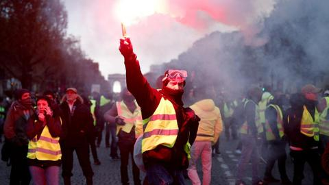 Mass riots turn Paris into war zone