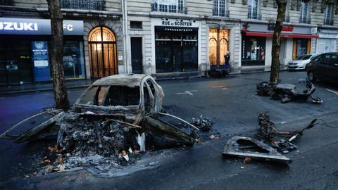 France considers state of emergency to prevent a recurrence of riots