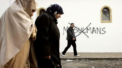 Bosnians in Montenegro wake up to anti-Muslim graffiti