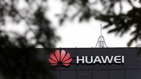 Japan to ban Huawei and ZTE from government contracts