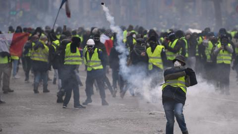 Tear gas, mass arrests as new yellow vest protests hit Paris