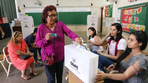 Peruvians back anti-corruption reforms in referendum