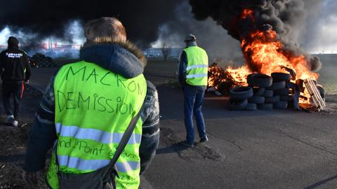 Support for yellow vest protests in France continues in rural towns