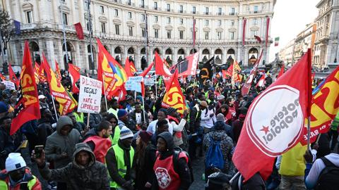 Thousands protest in Italy against new anti-migrant law