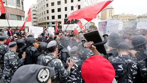 Lebanese take to the streets to protest political stalemate