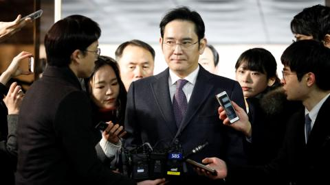 Samsung chief awaits verdict in arrest warrant hearing